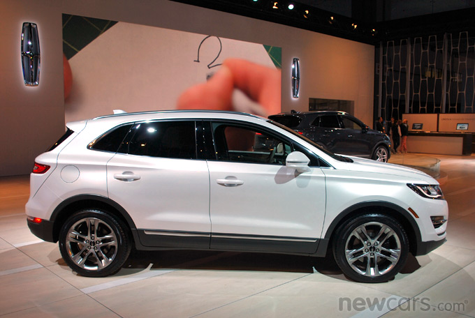 2015 Lincoln MKC Exterior Side Profile
